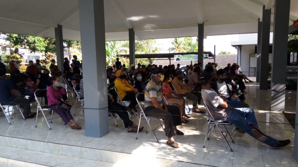 Kegiatan Pemberian Bantuan Sosial Tunai (BST) Kelurahan Kutowinangun Lor Bulan November 2020